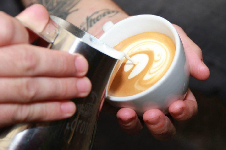 Bir Bardak Kahve, Albert Camus