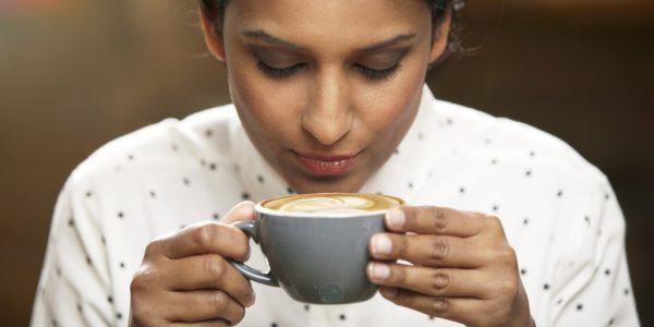 Kahvenden bir yudum bile almamışsın. Küçük İskender